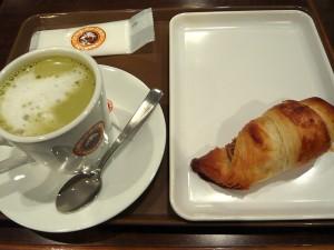サンマルクカフェ吉祥寺元町店のミルクティチョコクロと抹茶ラテ