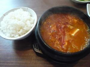 韓国伝統料理 ど韓のキムチチゲ定食