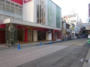 東急吉祥寺店前の通り