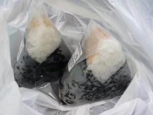 惣's 吉祥寺ロンロン店のおにぎり(鮭&たらこ)