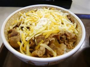 すき家【3種のチーズ牛丼】