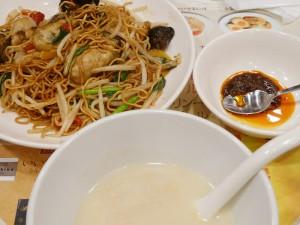広島産牡蠣の広東焼きそばと蟹と湯葉の豆乳スープセット